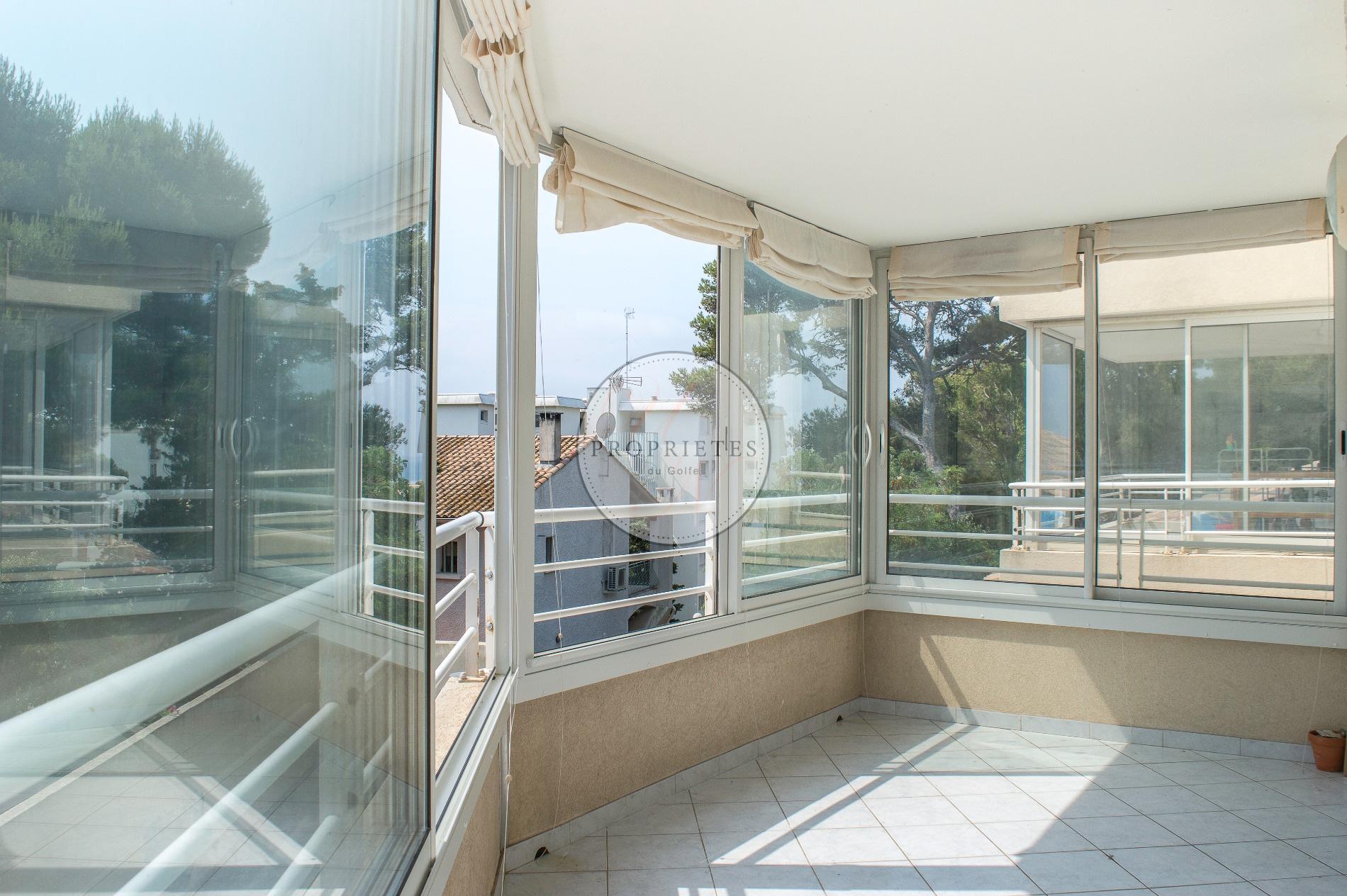 vente bas saint clair sud appartement t2 avec loggia proche des plages propri t s du golfe. Black Bedroom Furniture Sets. Home Design Ideas
